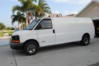 2003 Chevrolet Express 2500 Base Extended Cargo Van 3 - Door 4.  8l photo