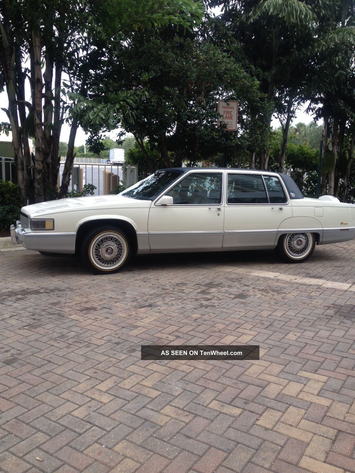 1989 Cadillac Fleetwood Sedan 4 - Door 4.  5l Fleetwood photo