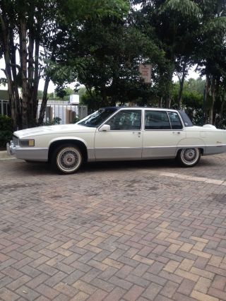 1989 Cadillac Fleetwood Sedan 4 - Door 4.  5l photo