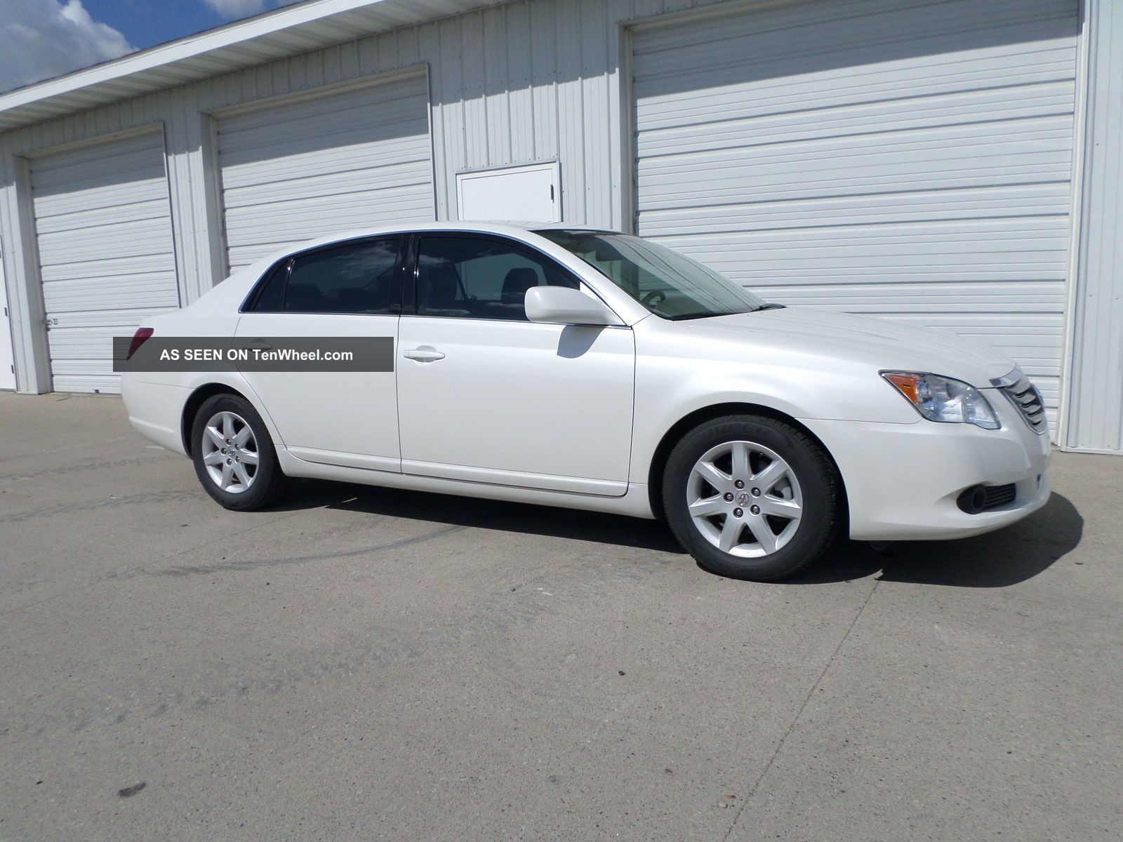 2010 Toyota Avalon - Pearl - 50k - -. . . . . . Avalon photo
