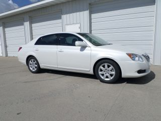 2010 Toyota Avalon - Pearl - 50k - -. . . . . . photo