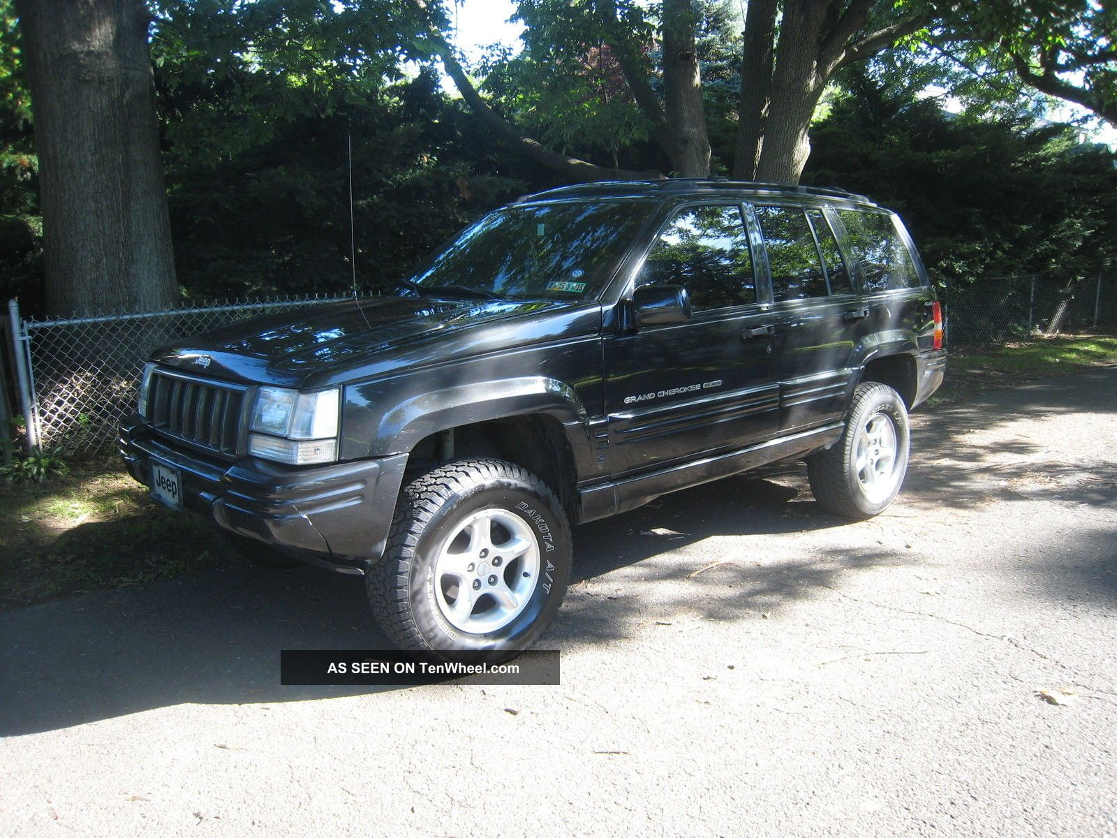 1998 Jeep Grand Cherokee 5.  9 Limited Sport Utility 4 - Door 5.  9l Grand Cherokee photo