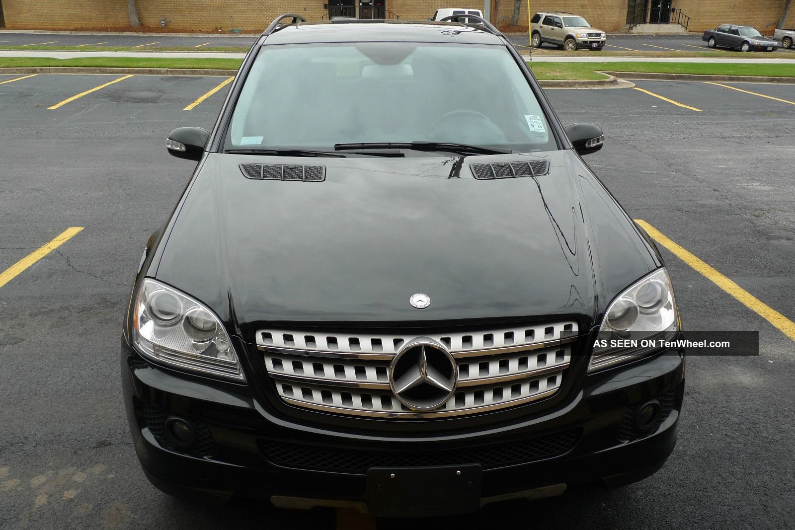 2008 Ml350 4x4 4matic. . .  Rear View Camera With Great Tires M-Class photo