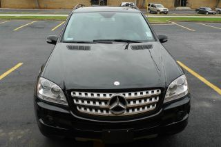 2008 Ml350 4x4 4matic. . .  Rear View Camera With Great Tires photo
