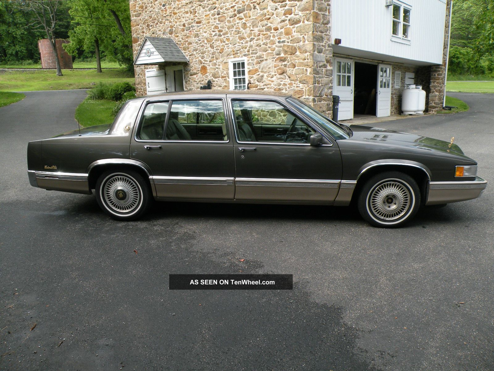 1993 Cadillac Deville Base Sedan 4 - Door 4.  9l DeVille photo