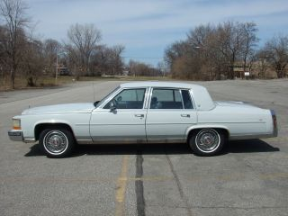 1989 Cadillac Fleetwood Brougham photo