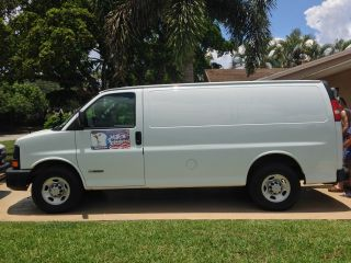 2006 Chevrolet Express Cargo 2500 Van Full Size.  4.  8l V8 Only 28,  000 Mile photo