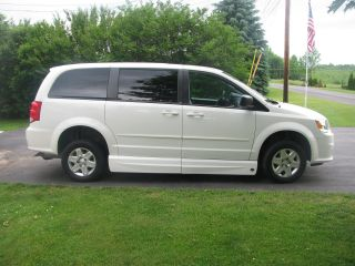 2012 Handicap Dodge Caravan photo