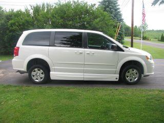 2012 Handicap Dodge Caravan photo