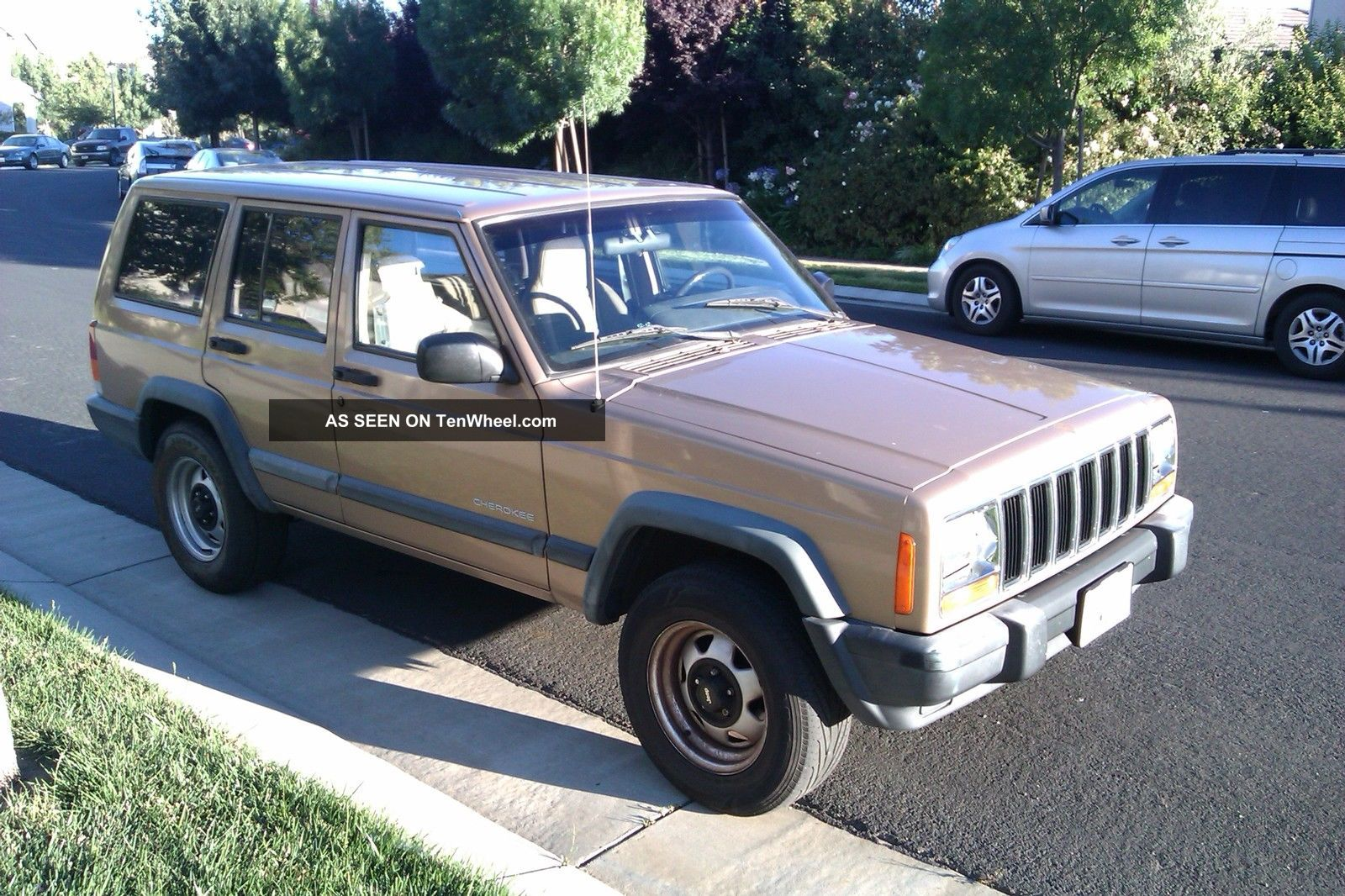 1999 Jeep Cherokee Se Sport Utility 4 - Door 4.  0l Cherokee photo