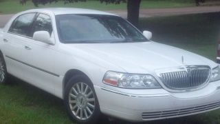 White,  2004 4 Door Lincoln Town Car. photo