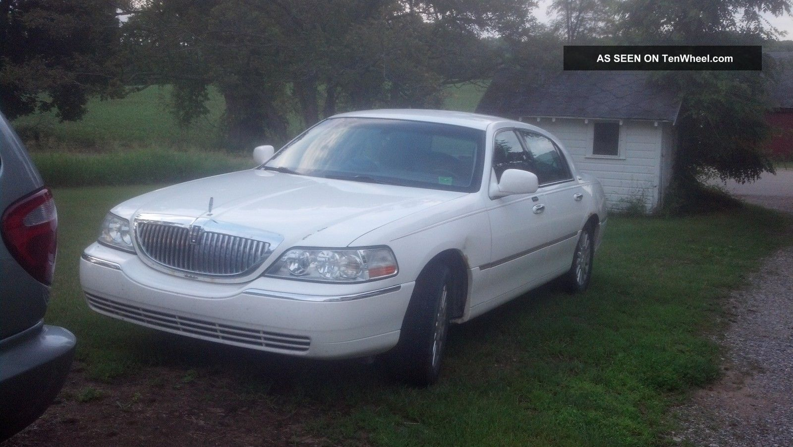 White 2004 4 Door Lincoln Town Car