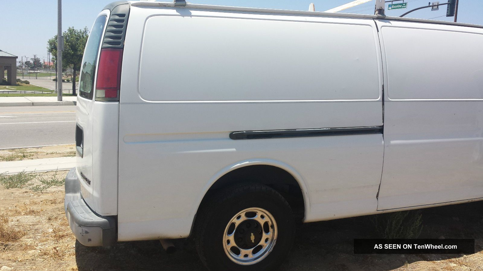2002 Chevrolet Express 3500 Base Standard Passenger Van 3 - Door 5.  7l Express photo