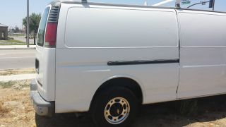 2002 Chevrolet Express 3500 Base Standard Passenger Van 3 - Door 5.  7l photo