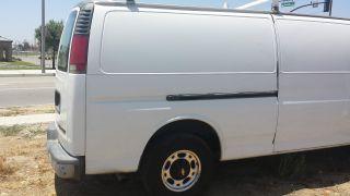2002 Chevrolet Express 3500 Base Standard Passenger Van 3 - Door 5.  7l photo