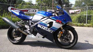 2005 Suzuki Gsxr 750 Anniversary Edition Sport Bike. photo