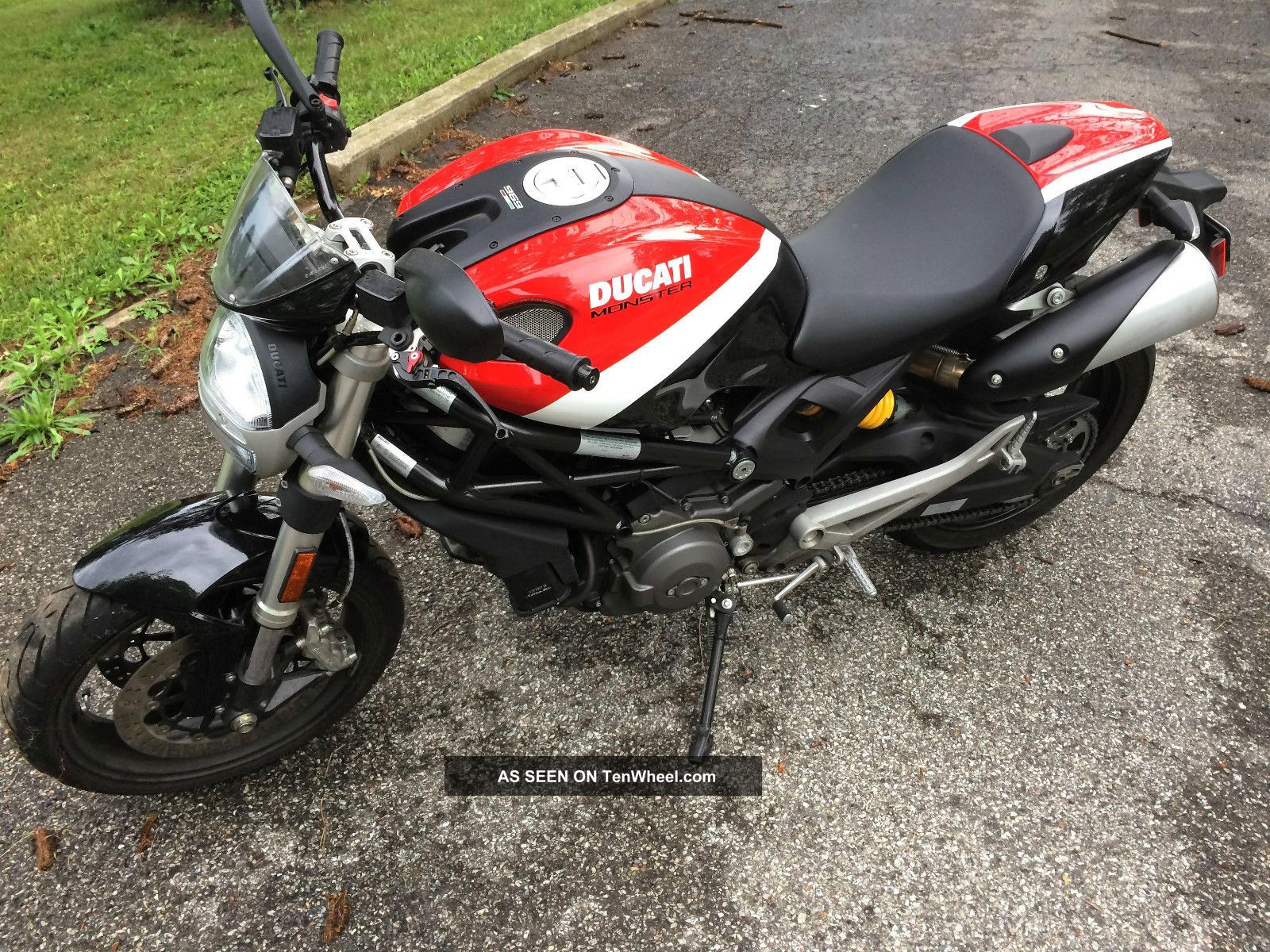 2010 Ducati Monster 696 M696 Corse Reduced Red White Black Ultra Monster photo