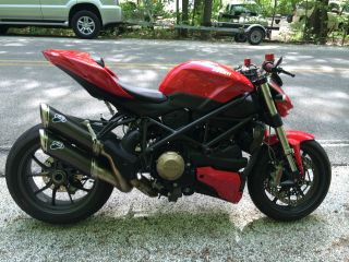 2011 Ducati Streetfighter photo