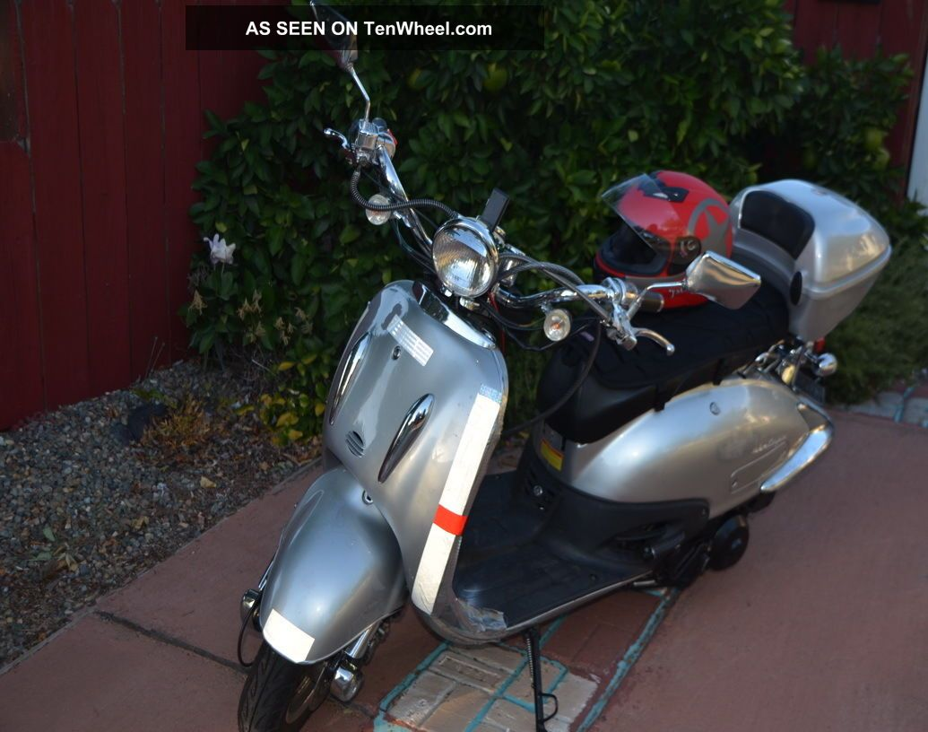 150cc 2009 Scooter,  City Ride To 50mph,  Easy.  Padded Seat,  Cover,  6 ' Cable. Other Makes photo