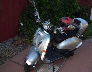 150cc 2009 Scooter,  City Ride To 50mph,  Easy.  Padded Seat,  Cover,  6 ' Cable. photo