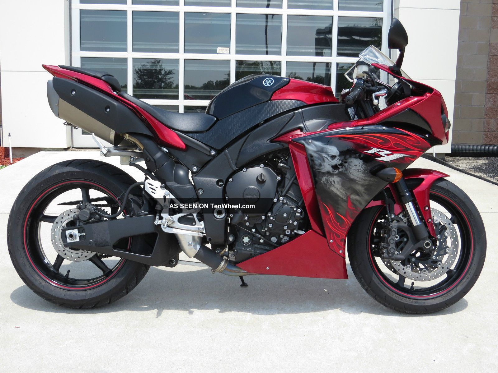 2011 Yamaha Candy Red / Raven Yzf - R1