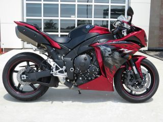 2011 Yamaha Candy Red / Raven Yzf - R1 photo