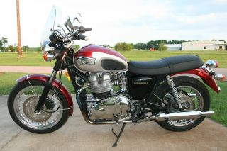 2001 Triumph Bonneville Rare photo