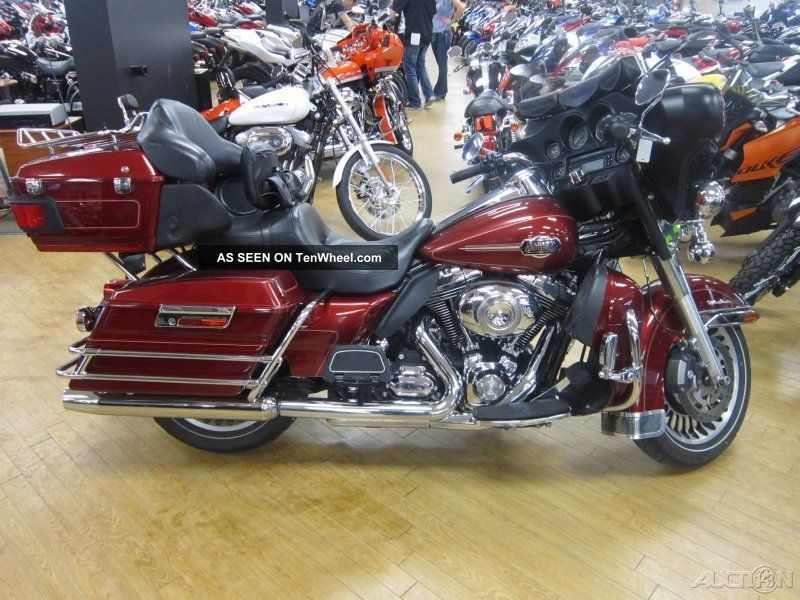 2010 Harley - Davidson® Touring Electra Glide® Ultra Classic® Touring photo