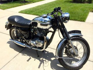 1972 Triumph Bonneville Motorcycle 650 photo