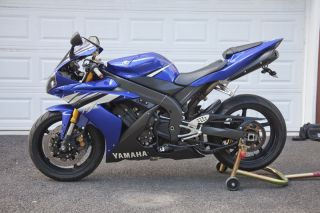 2006 Yamaha R1 photo
