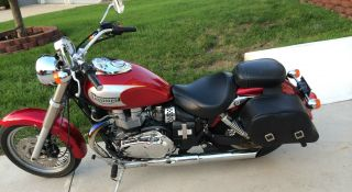 2003 Triumph Bonneville America Silver And Red photo