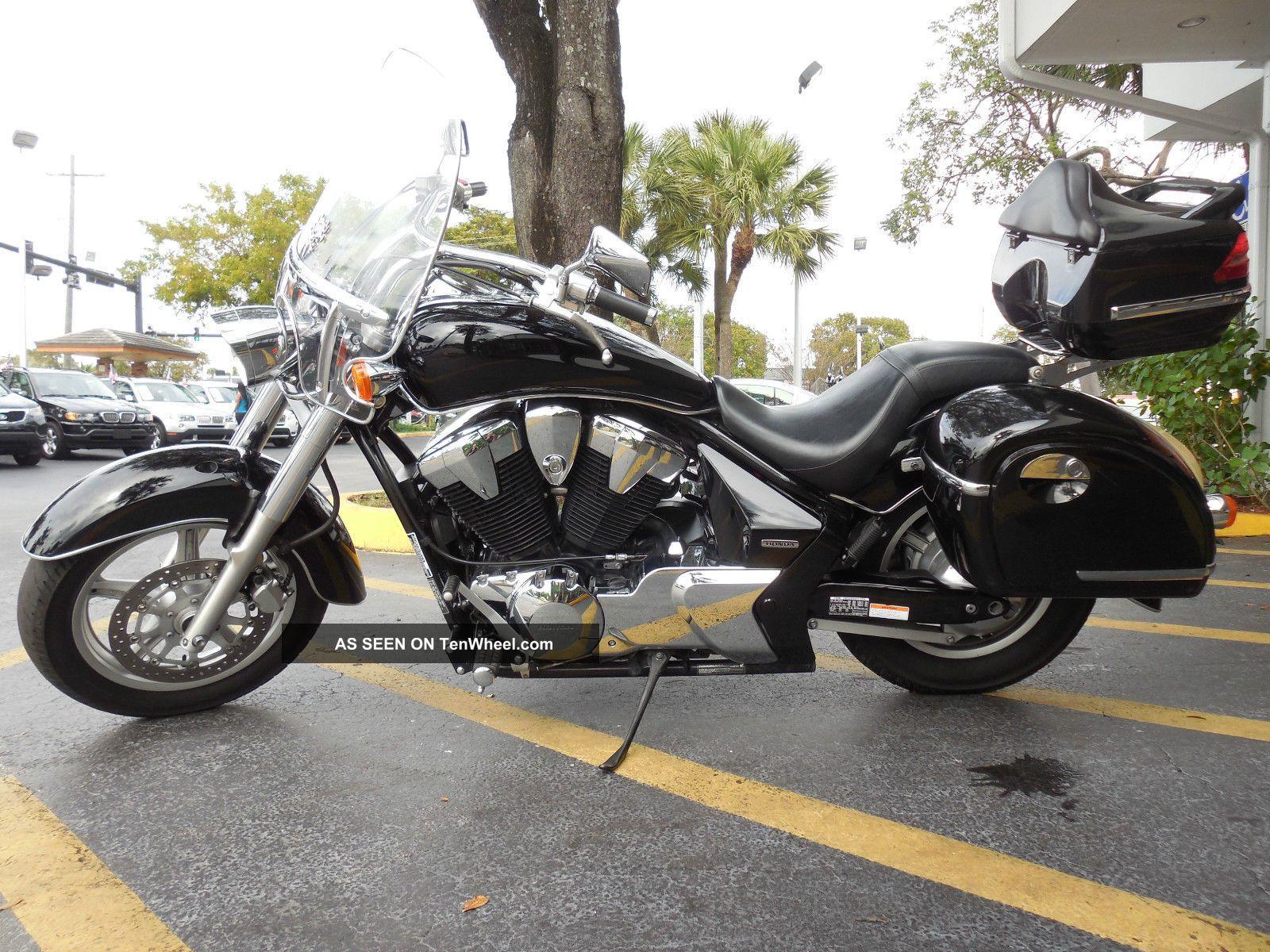 2011 Honda Interstate 1300 Tour Bags Large Windshield