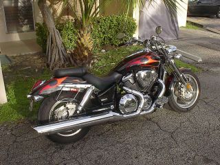 ,,  2006 Honda Vtx 1800.  Factory Paint & Chrome Upgrade photo