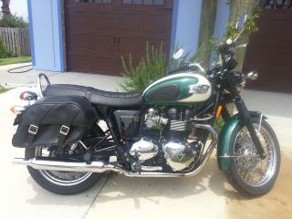 Gorgeous Grn / Wht 2010 Triumph Bonneville With Saddlebags,  Female Owned photo