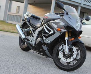 2007 Hyosung Gt250r photo