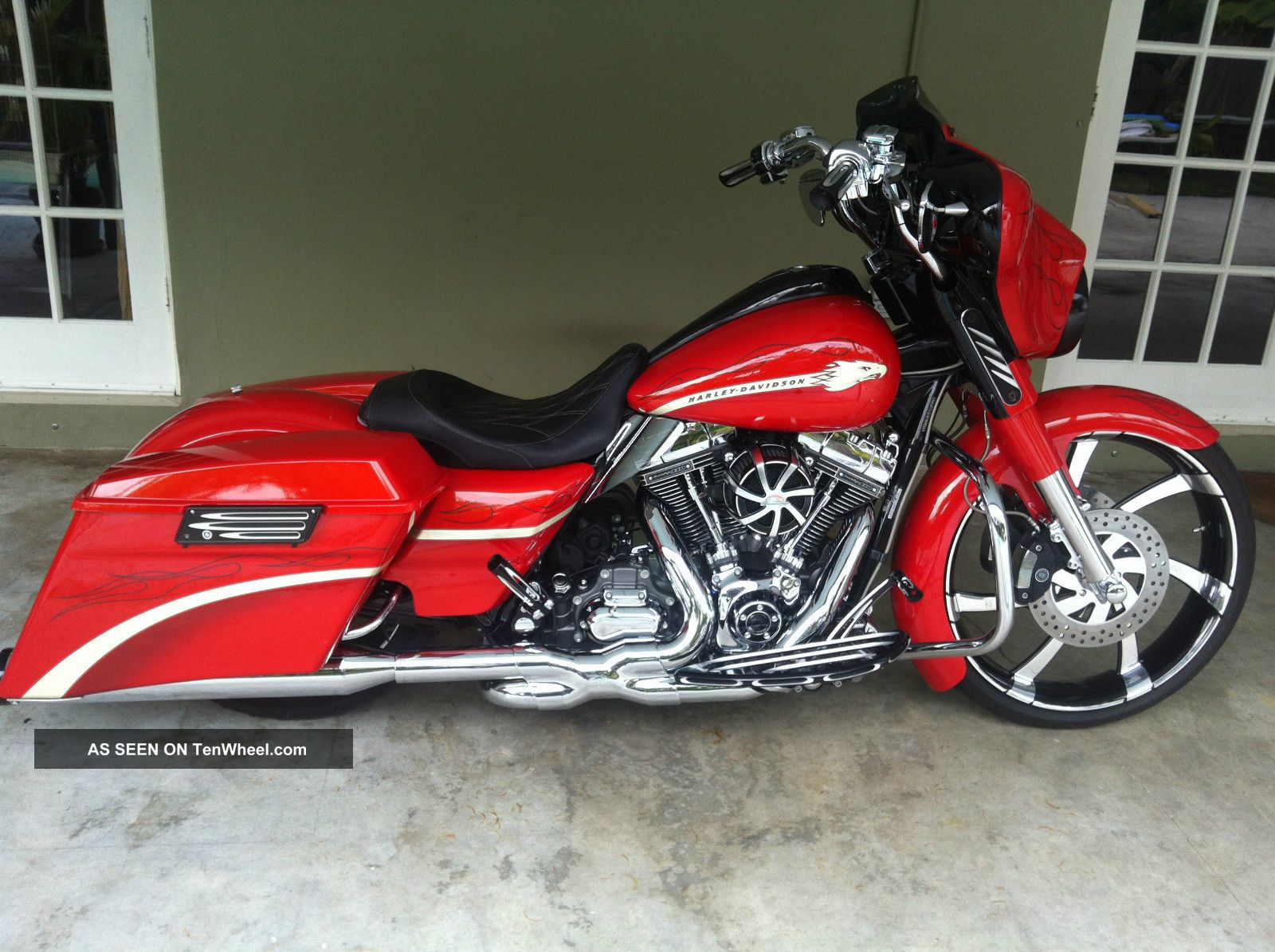 2010 Screamin Eagle Cvo Street Glide With 23 Front Wheel Touring photo