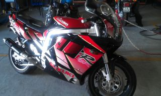 Suzuki Gsx - R 1100 1992 Black Red photo