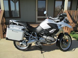2009 Bmw R1200 Gs With Tourtech Panniers. photo