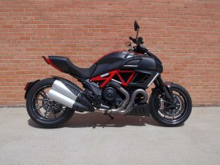 2013 Demo Diavel Carbon Red photo