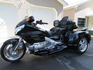 2006 Honda Goldwing Gl1800 Hannigan Trike W / Whale Tail Spoiler Premium Package photo