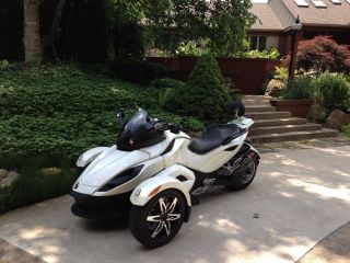 2010 Can - Am Spyder Rss W / Se5 photo