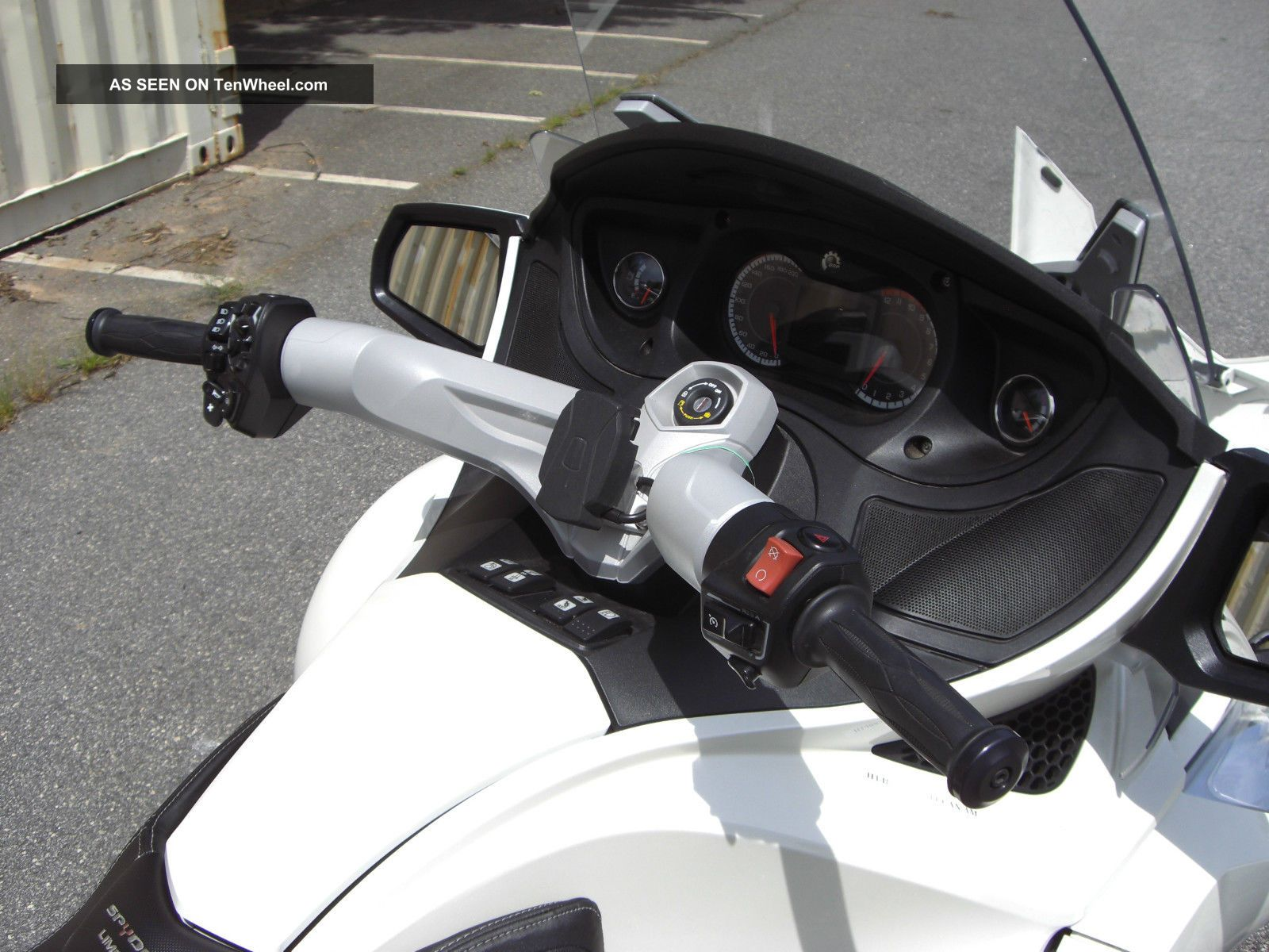 2011 Can - Am Spyder Rt Se5 Limited Semi - Automatic