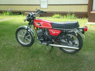 Vintage Classic 1977 Yamaha Rd - 400 Street Bike photo