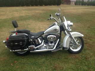 Customized 2008 Heritage Softail Classic White Gold Pearl / Pewter Pearl photo