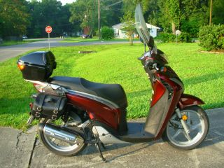 2010 Sh150i,  Honda 150cc,  With Helmets, photo