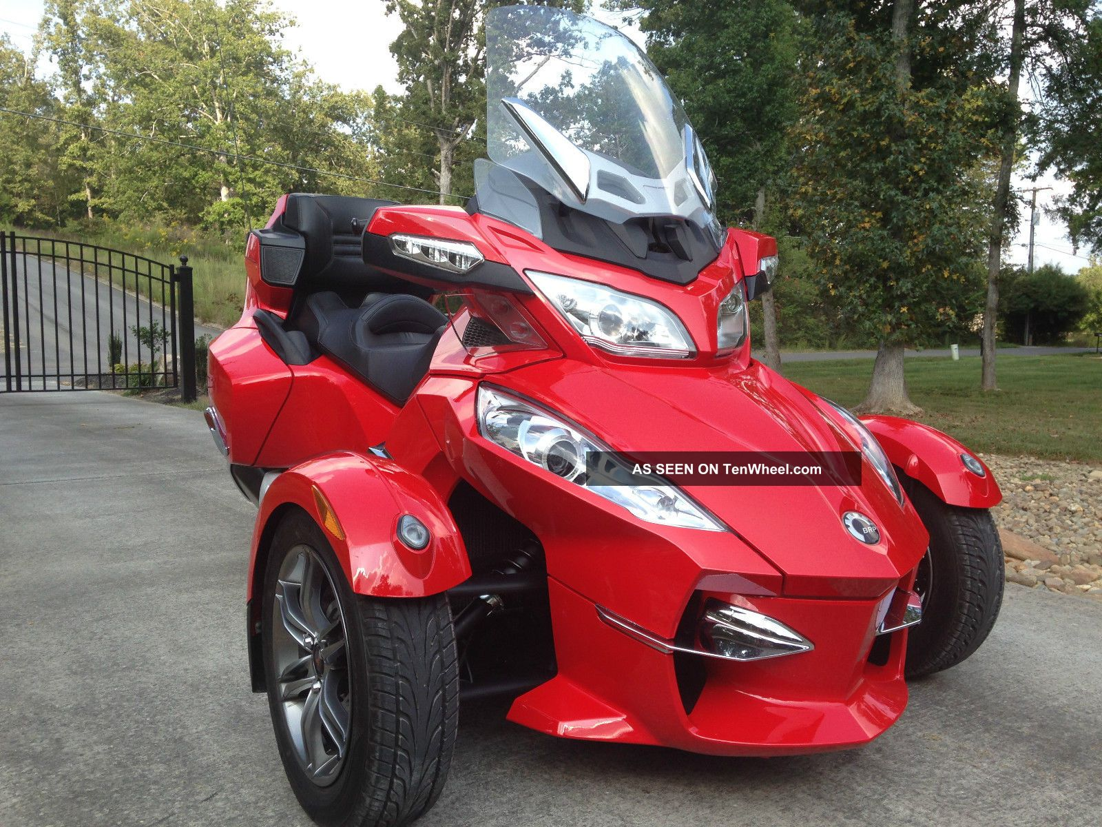 2012 Can Am Spyder Rt - Se5 Red Reverse Trike,  3 Wheeler,  Touring Motorcycle Can-Am photo