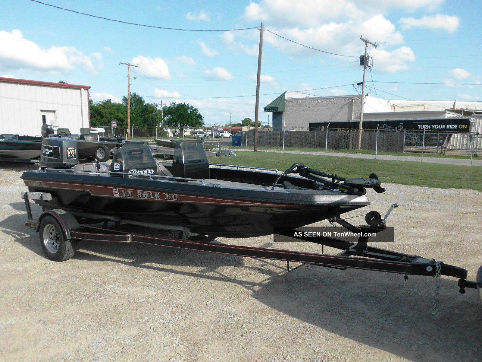 1989 Champion Boats Bass Boat