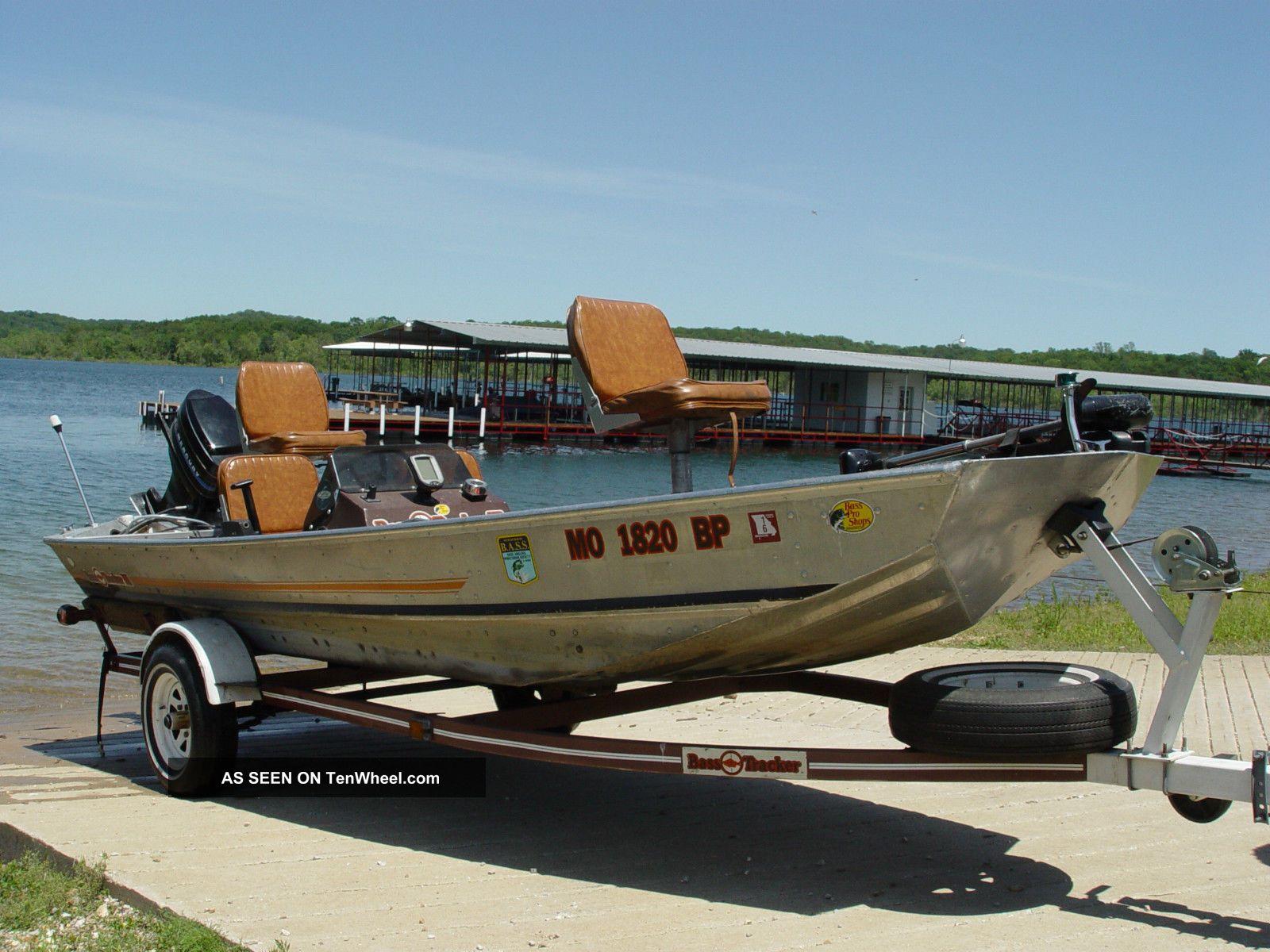 1984 tracker bass tracker ii for Bass tracker fishing boats
