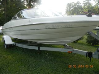 1999 Bayliner Capri photo