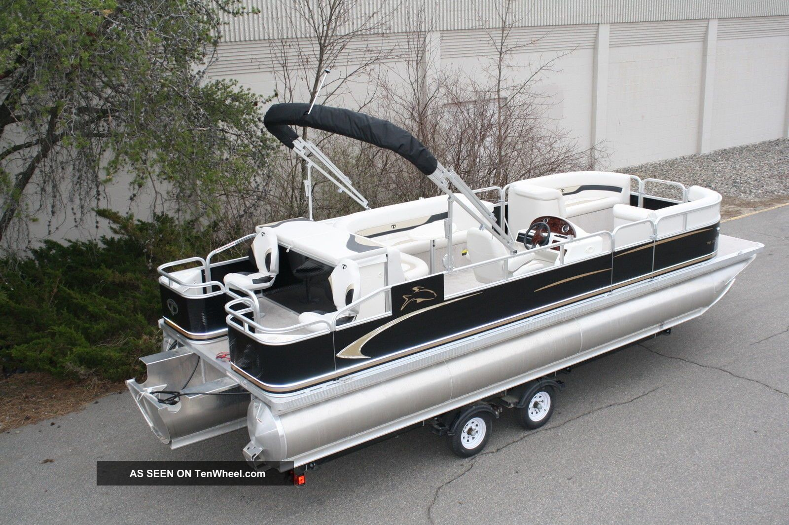 2013 tahoe 24 rear fish tritoon for Fishing deck boats